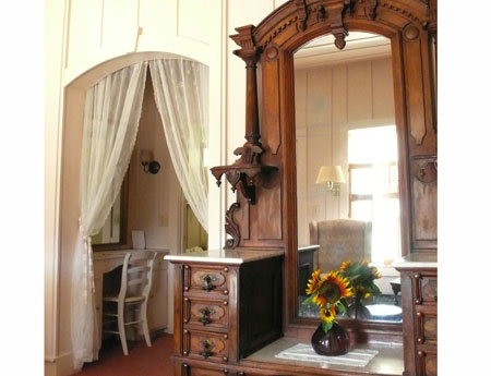 Sonoma Valley Bed & Breakfast Farm Stay Inn Mary Ellen Pleasant Antiques vineyard views